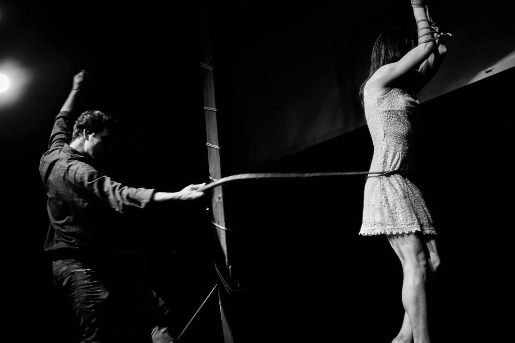 Workshop použítí dlouhého biče v BDSM.